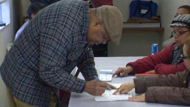 160419085859-cnnee-pkg-maria-santana-ny-votantes-tercera-edad-00005402-exlarge-169